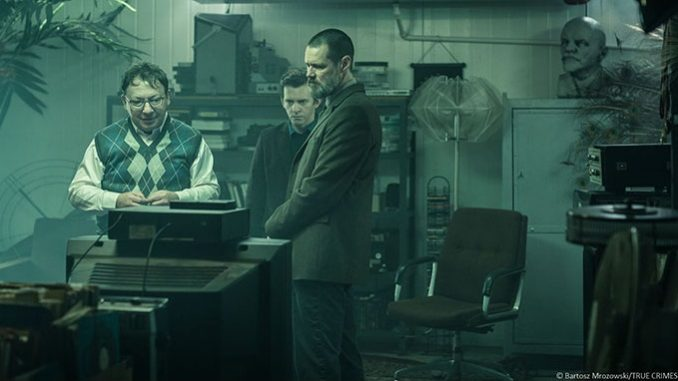 "Jim Carrey hunting down a psycho killer in ""Dark Crimes"""